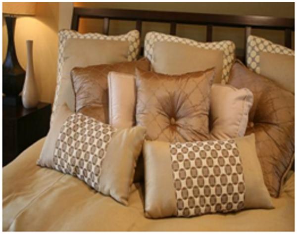 Лишние мягкие подушки в спальне