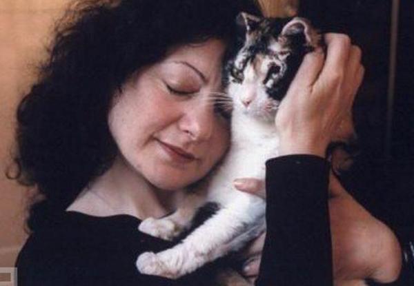 Кошка, спасшая котят