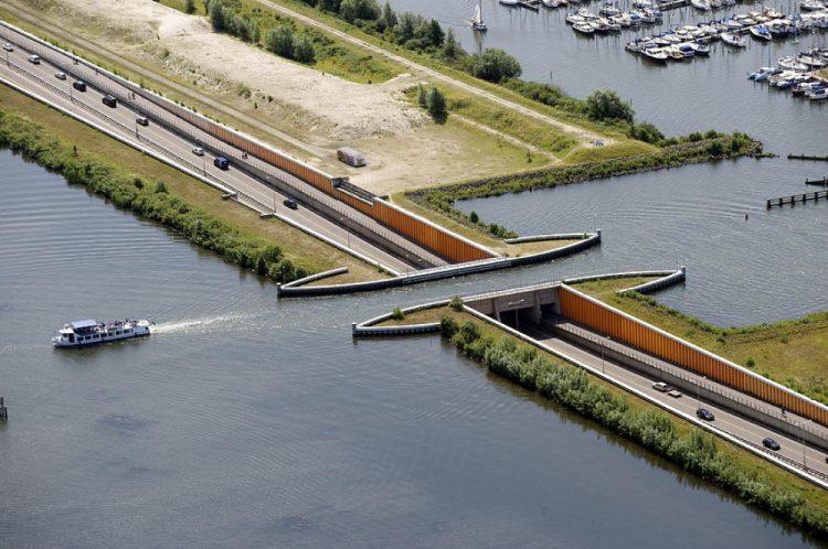Veluwemeer Aqueduct уникален