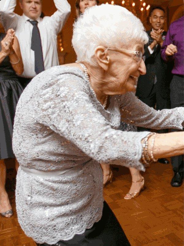 В 85 лет она не могла ходить из-за болей в спине. Спустя два года ...